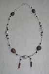 51cm / weiss-rot-schwarz Halskette (handgefertigt)
